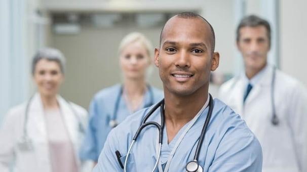 Início dos Cursos de Pós-Graduação em Enfermagem